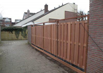 Schutting bouwen met hardhouten schutting panelen